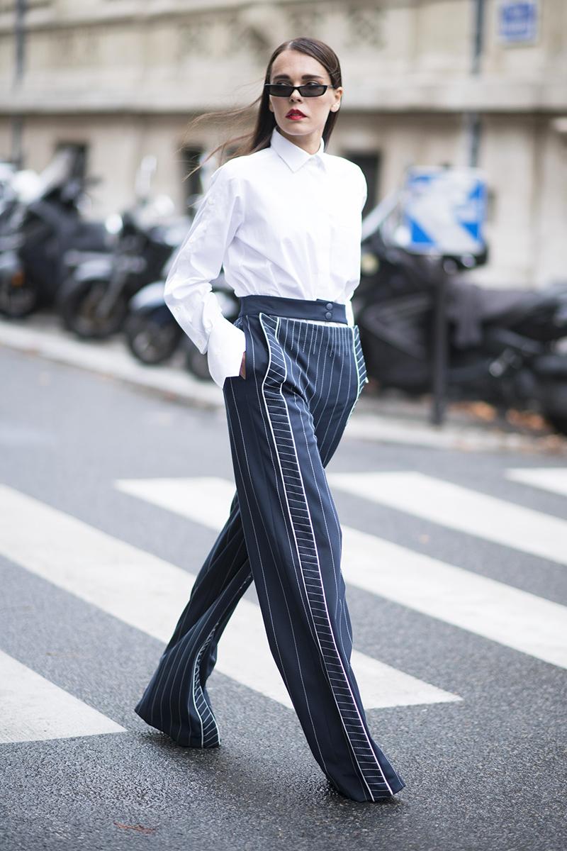 0c347a74ae9 Женская белая рубашка с баской Женская белая рубашка с брюками ...
