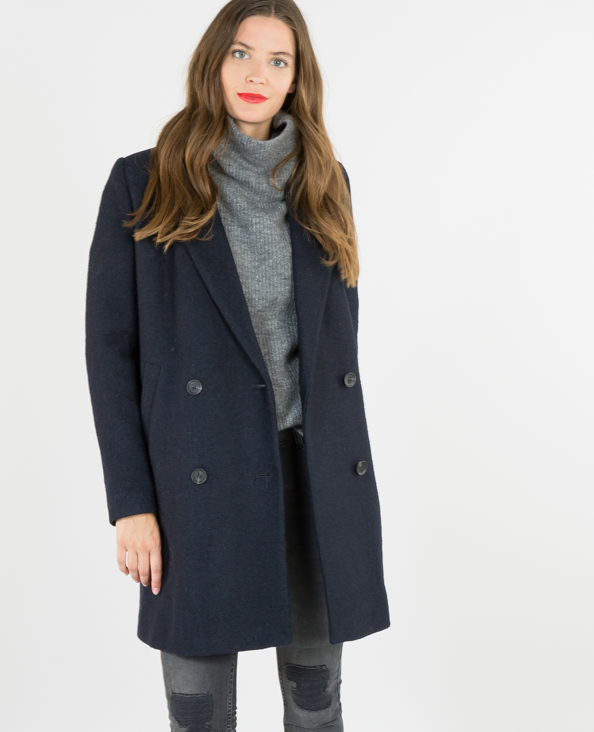 Черное драповое пальто