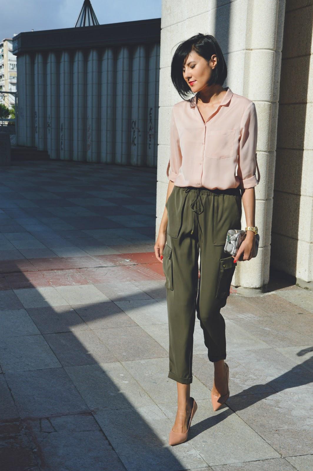 Классическая бежевая блузка
