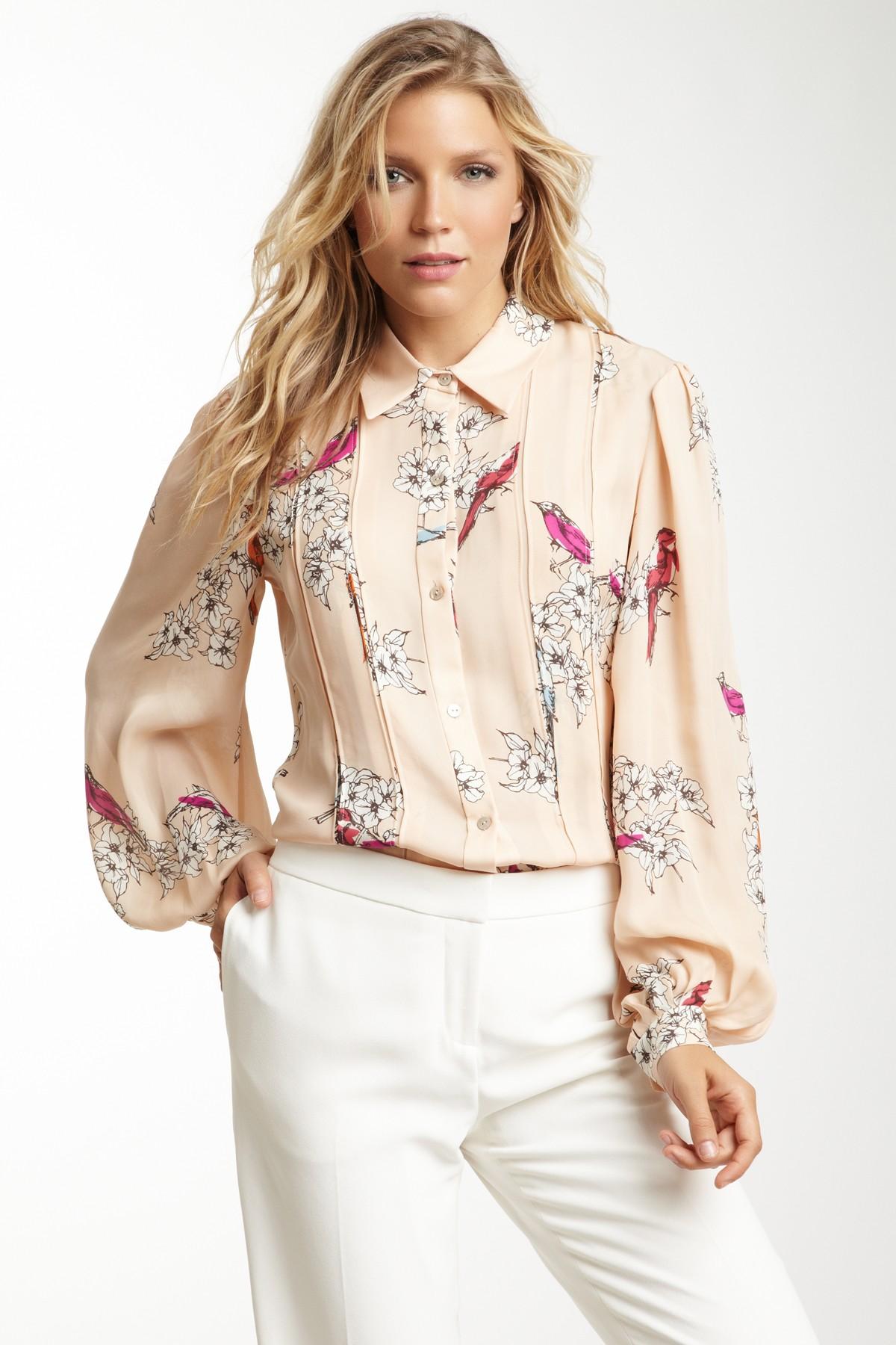 Цветочная бежевая блузка