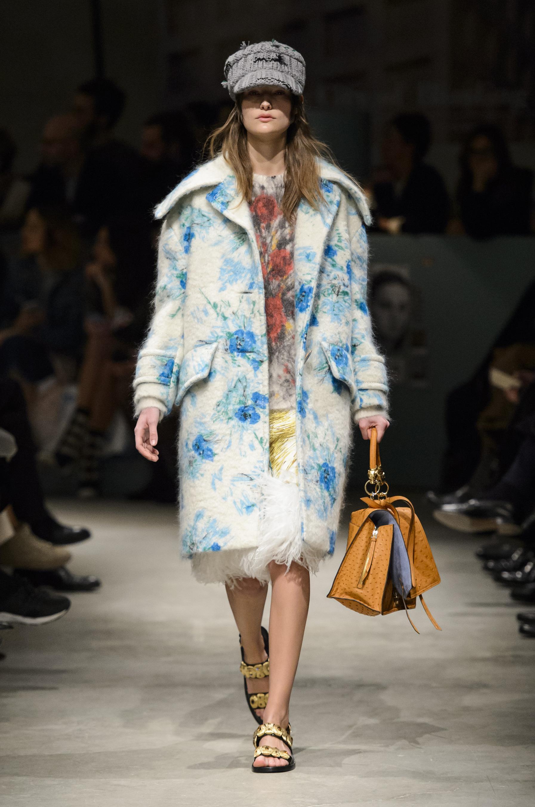 Пальто оверсайз с цветами