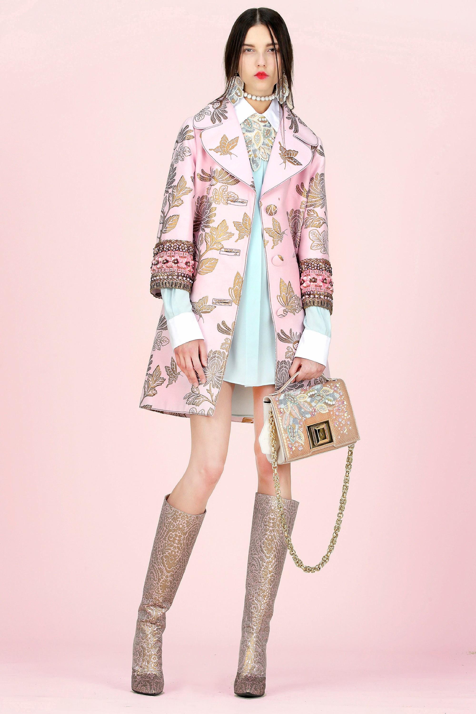 Розовое пальто с декором