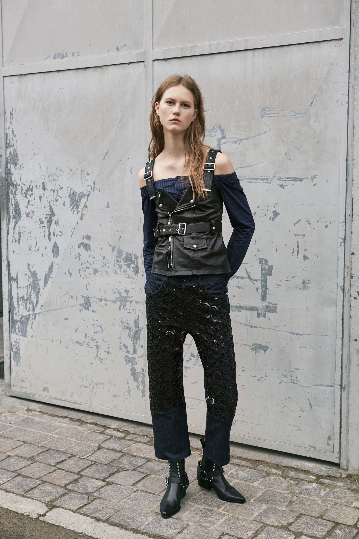 Черные джинсы с декором из кружева