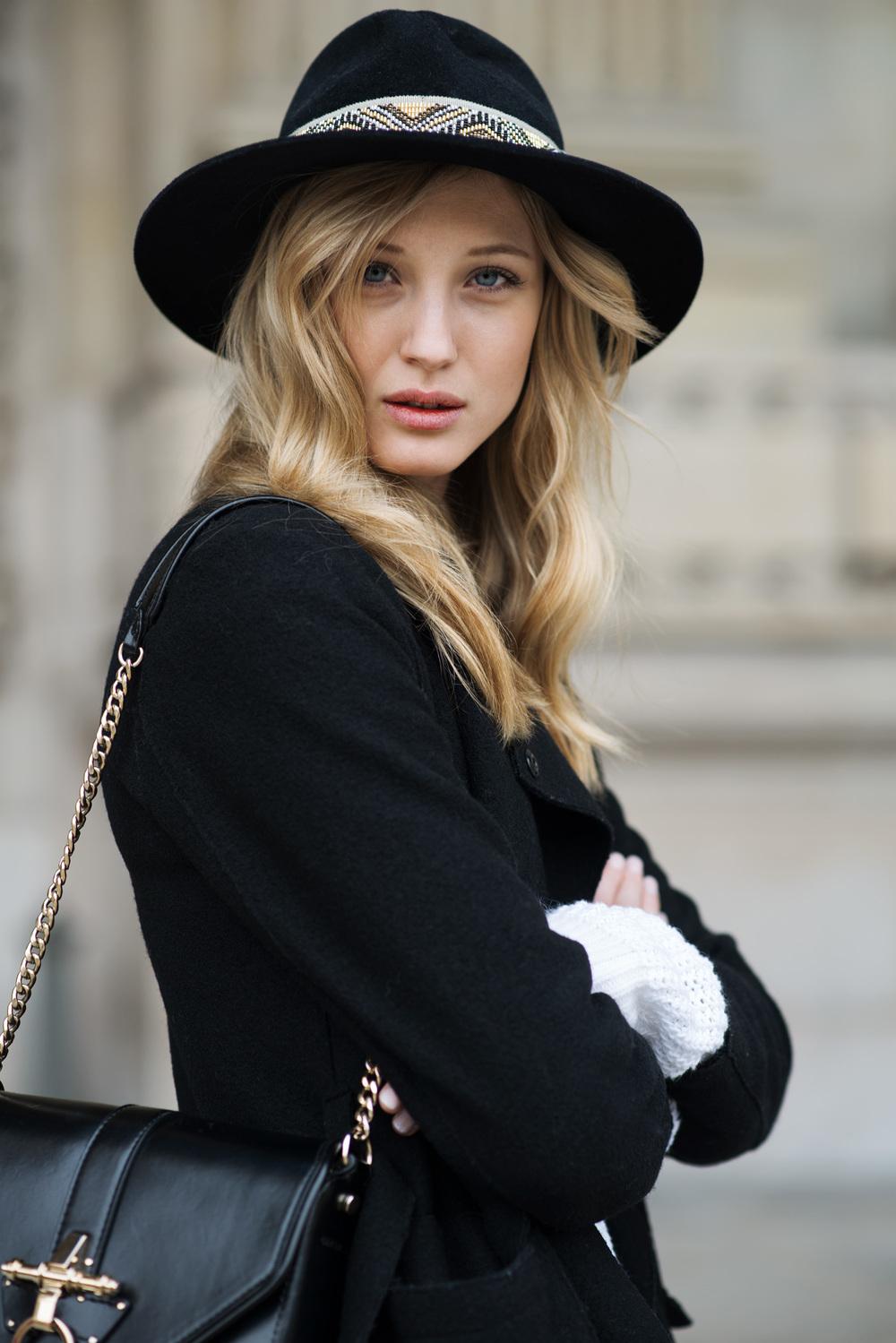 Черная шляпа с декором из бисера