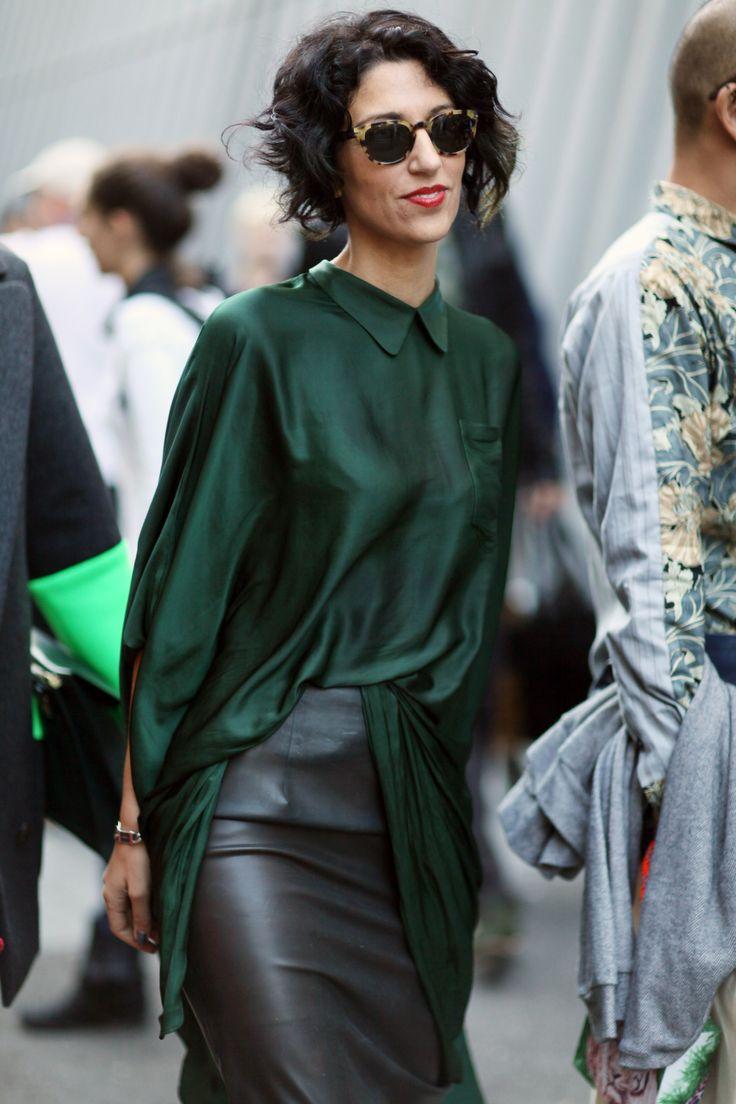 Зеленая блузка длинная