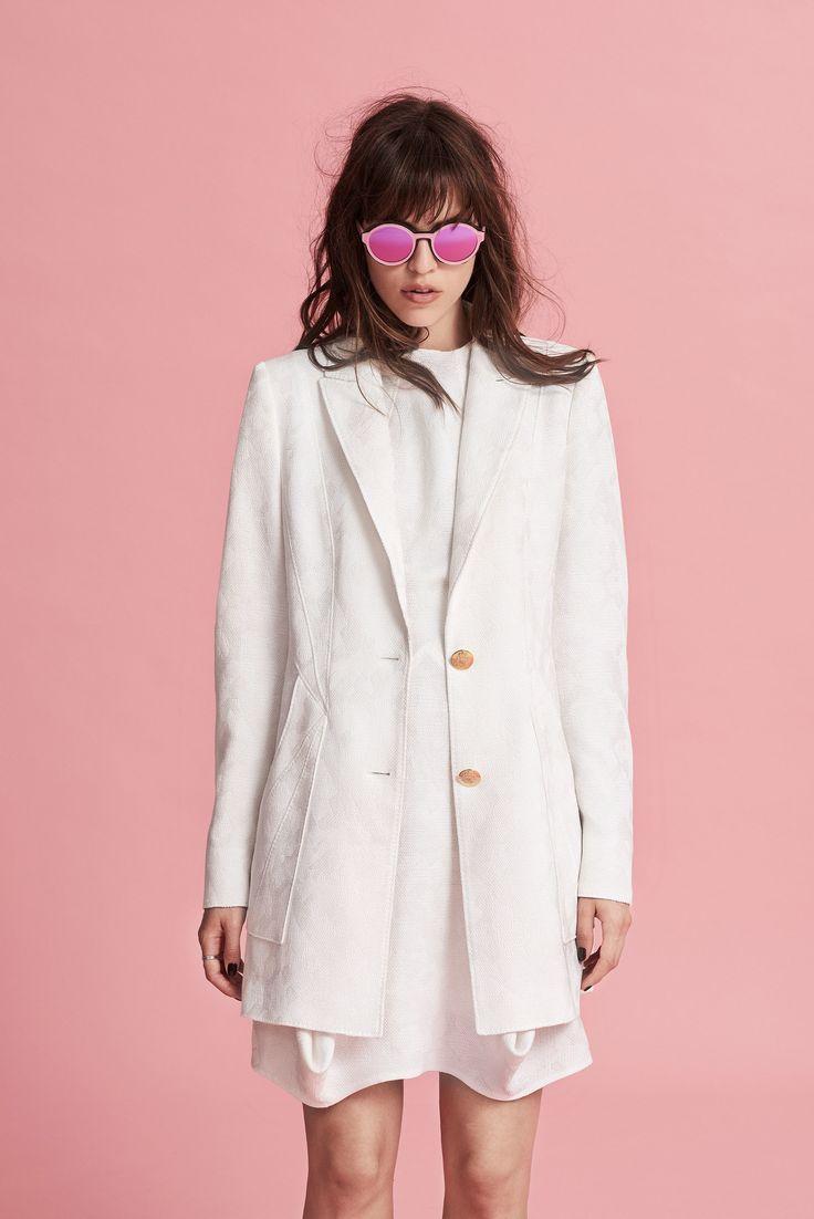 Белый пиджак длинный