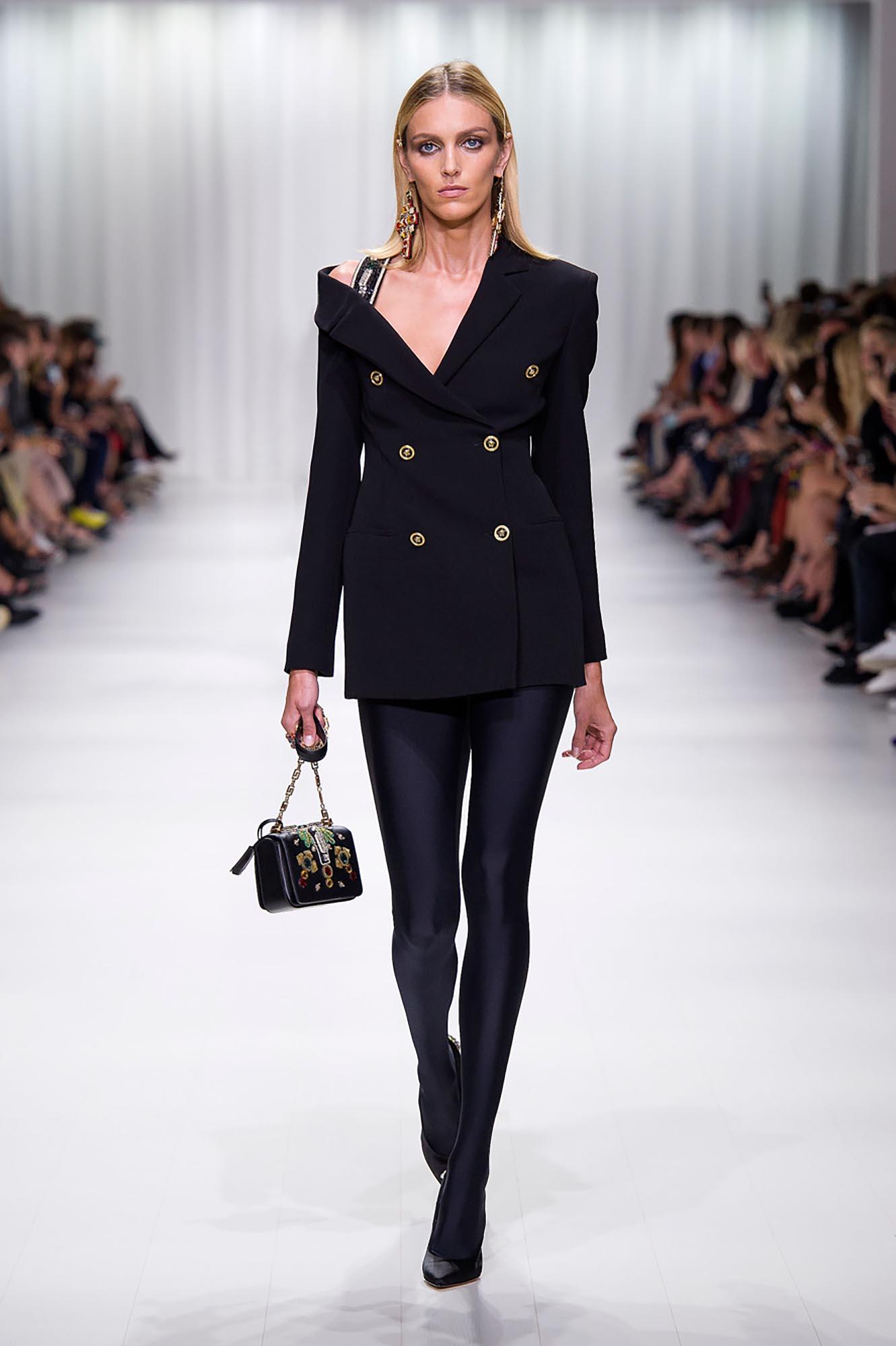 Двубортный черный пиджак