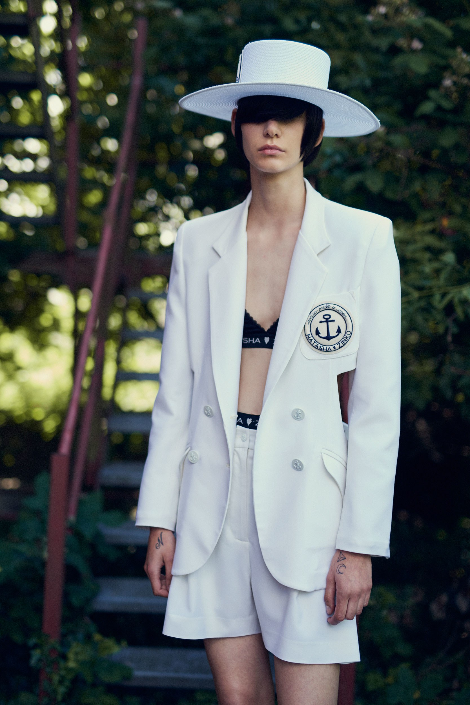 Белый пиджак двубортный