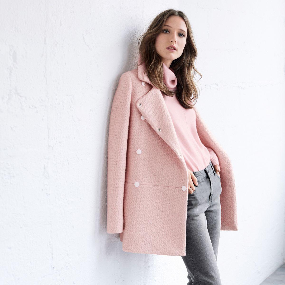 Розовое пальто двубортное
