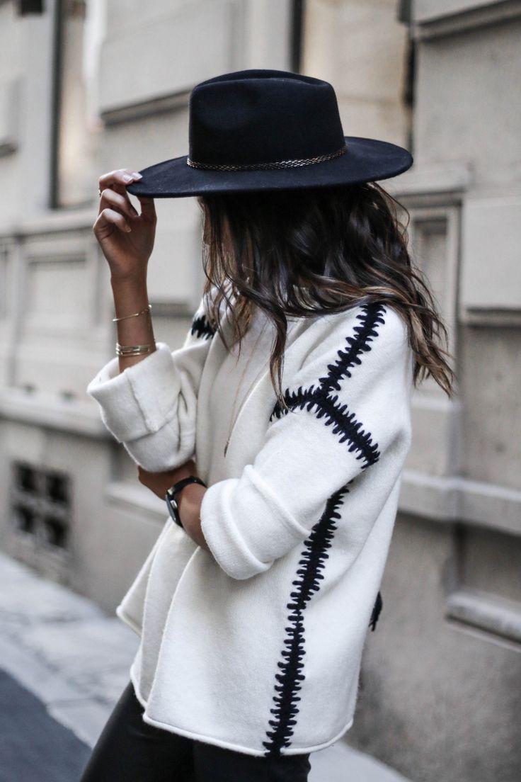 Черная фетровая шляпа