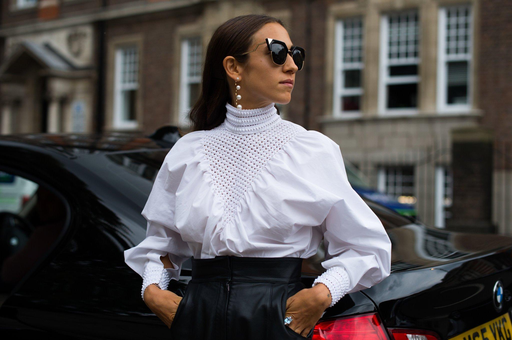 Блузка под горло