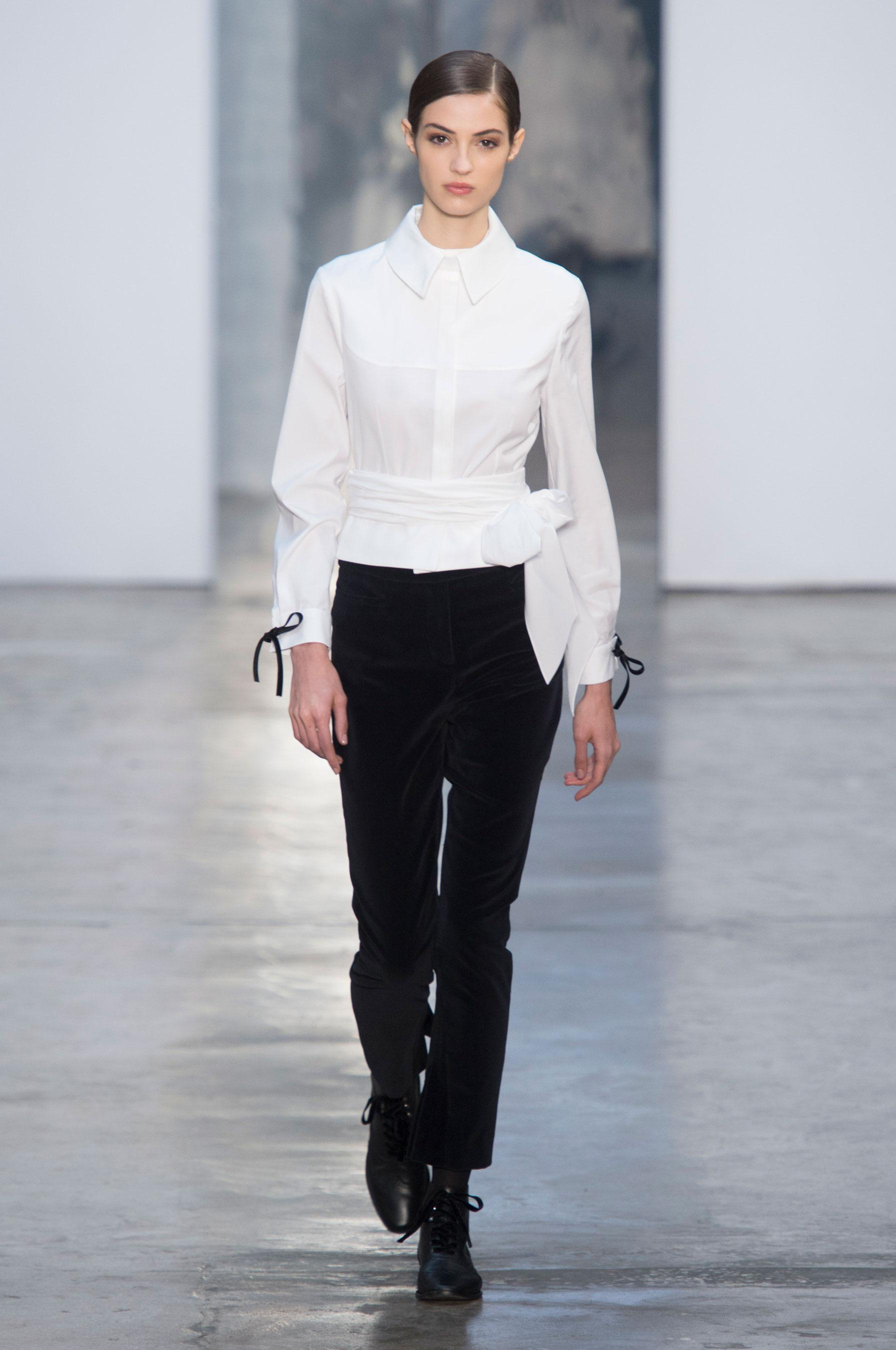 Женская белая рубашка из хлопка