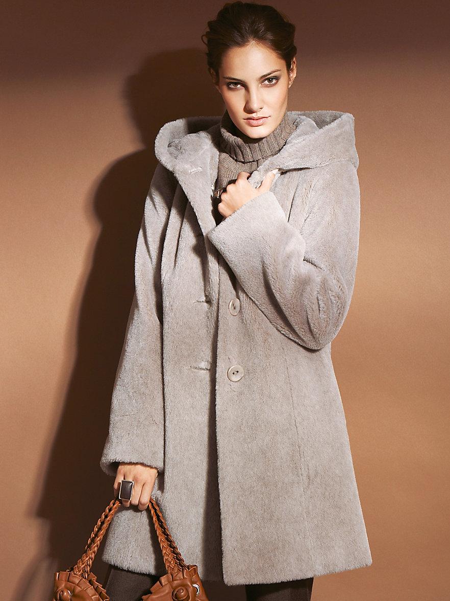 Пальто из альпаки с капюшоном