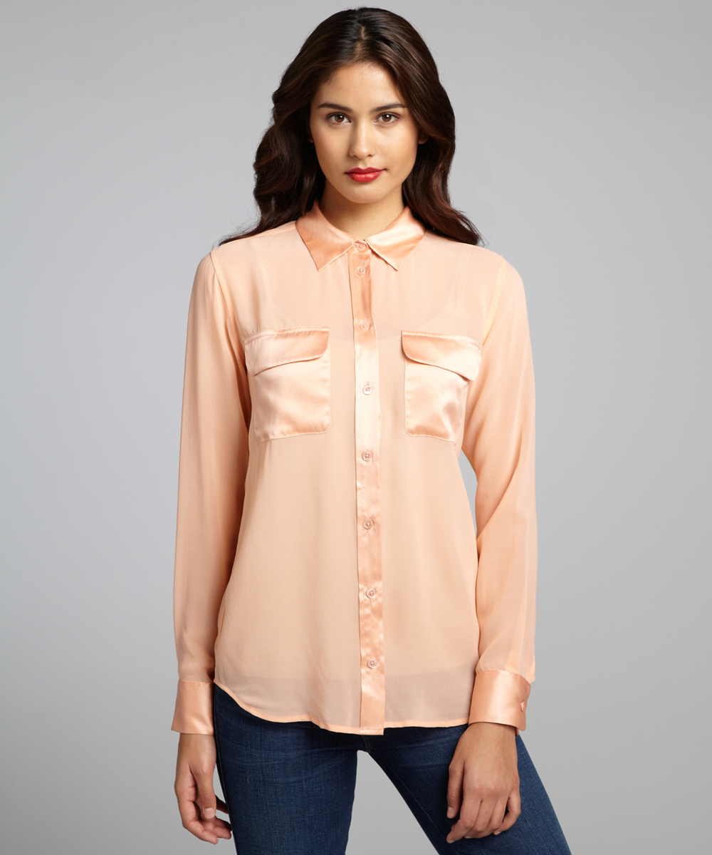 Бежевая блузка с карманами