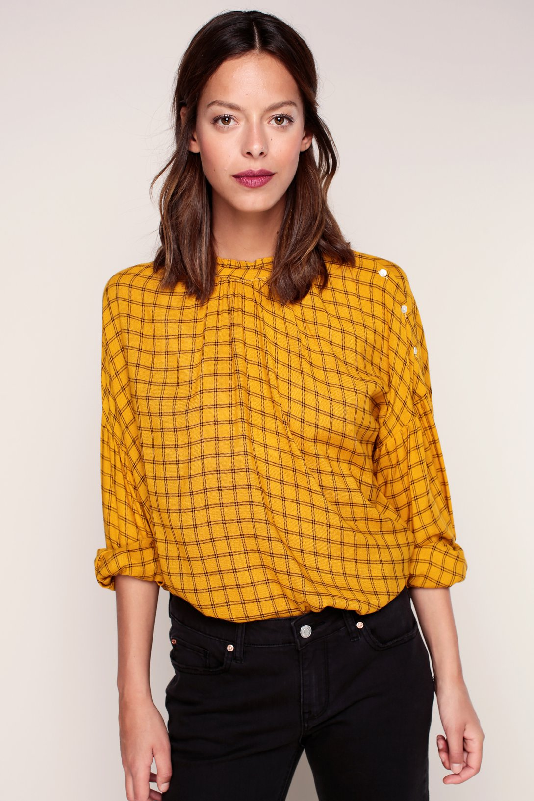 Желтая блузка в клетку