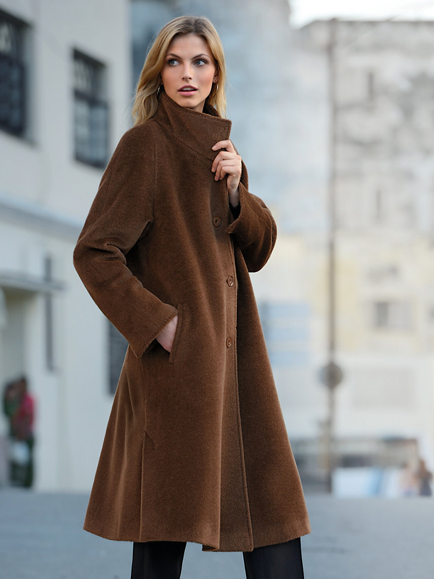 Коричневое пальто из альпаки