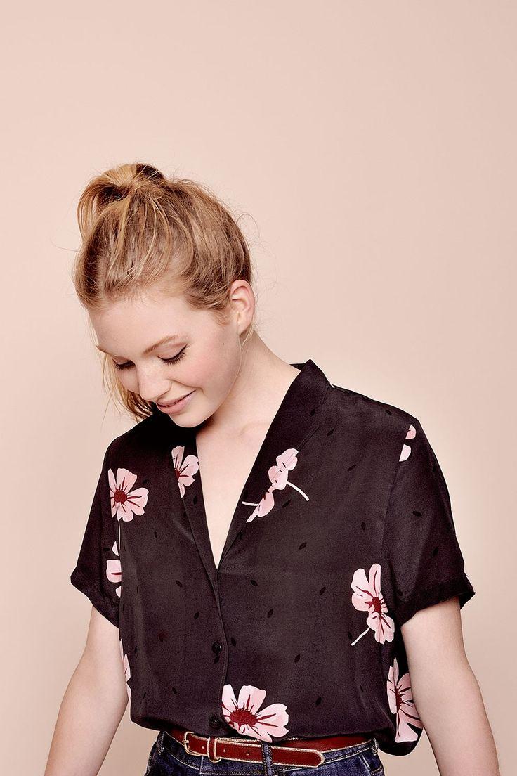 Черная рубашка женская с коротким рукавом