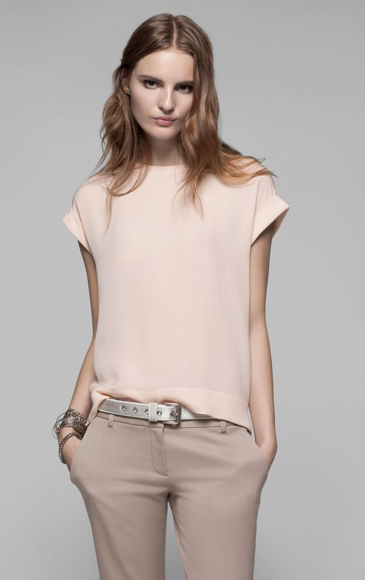 Бежевая блузка с коротким рукавом