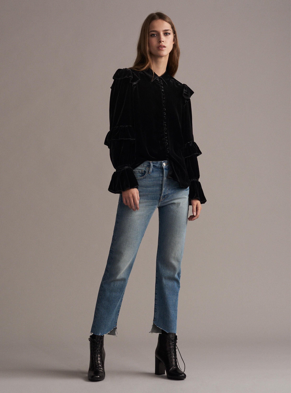 Голубые джинсы короткие