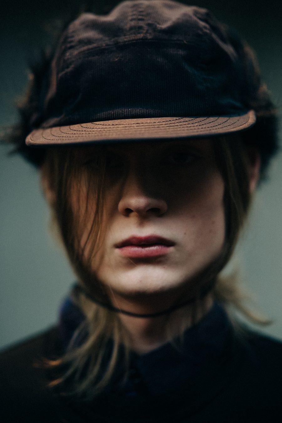 Зимняя шапка с козырьком 2018
