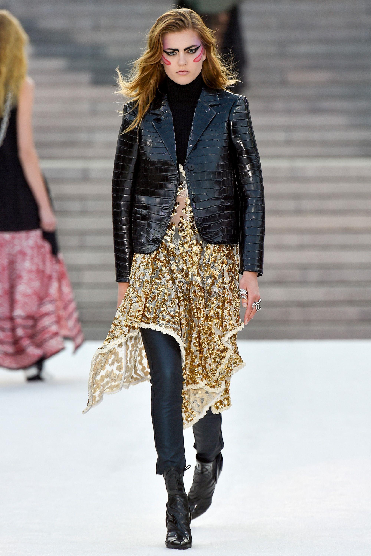 Лаковый кожаный пиджак