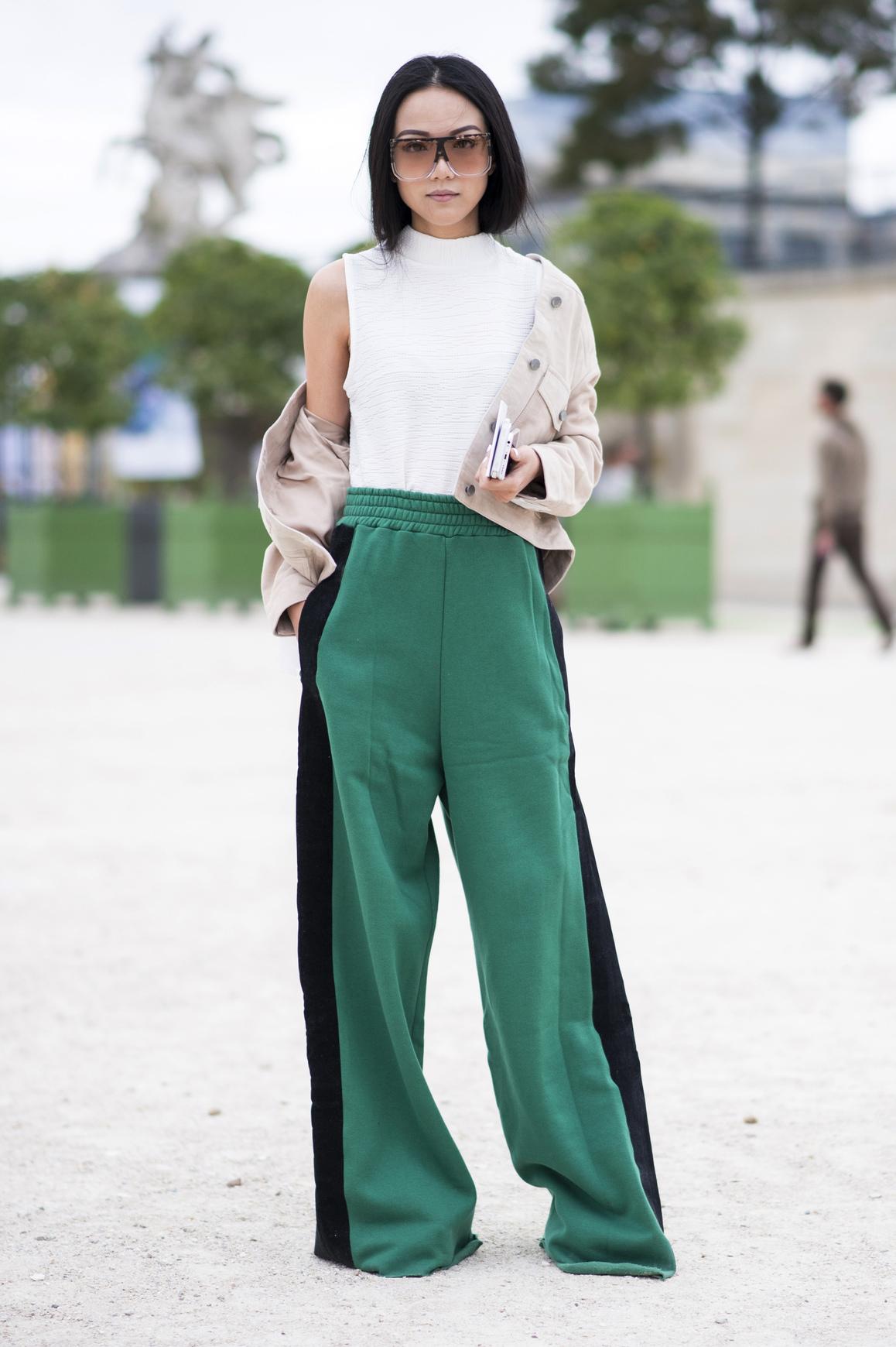 Женские широкие брюки с лампасами