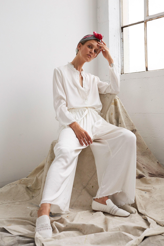 Женская белая рубашка легкая