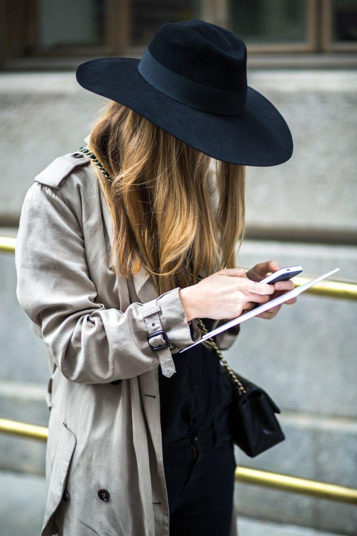 Черная шляпа с лентой