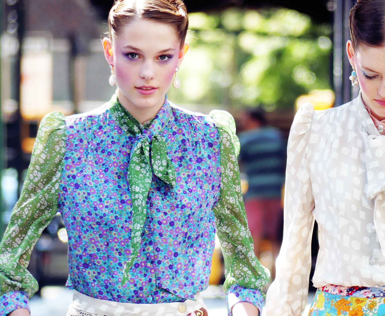 Летняя блузка с воротником