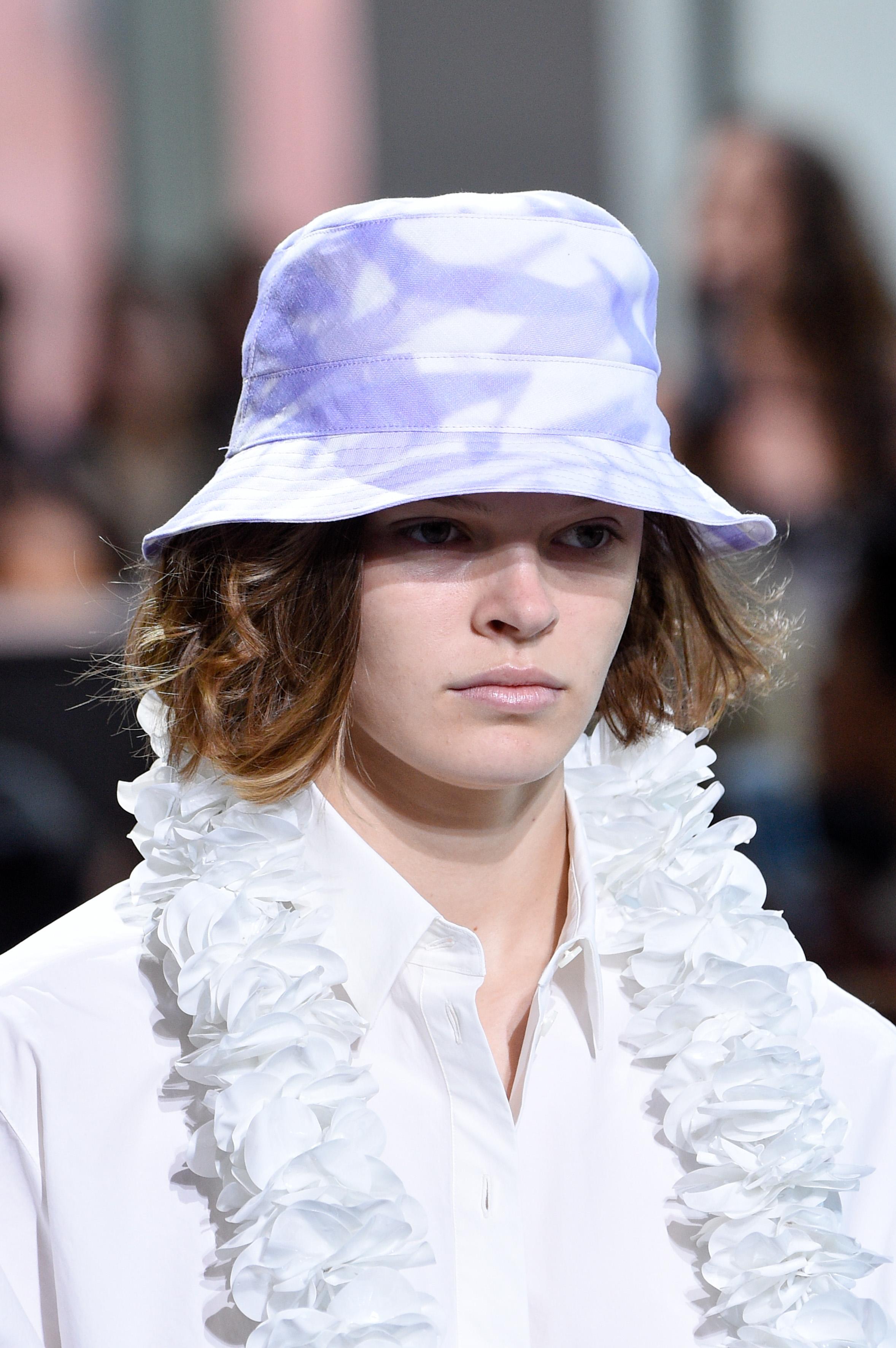 Белая шапка на лето