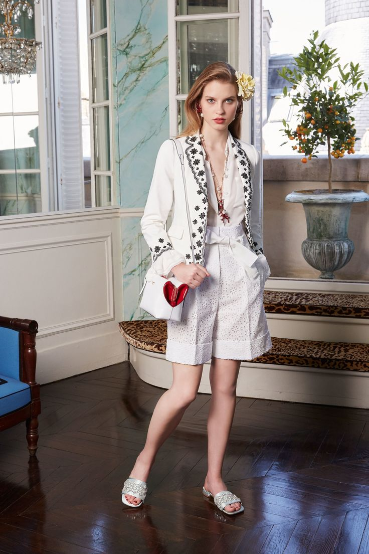 Белый пиджак с отделкой