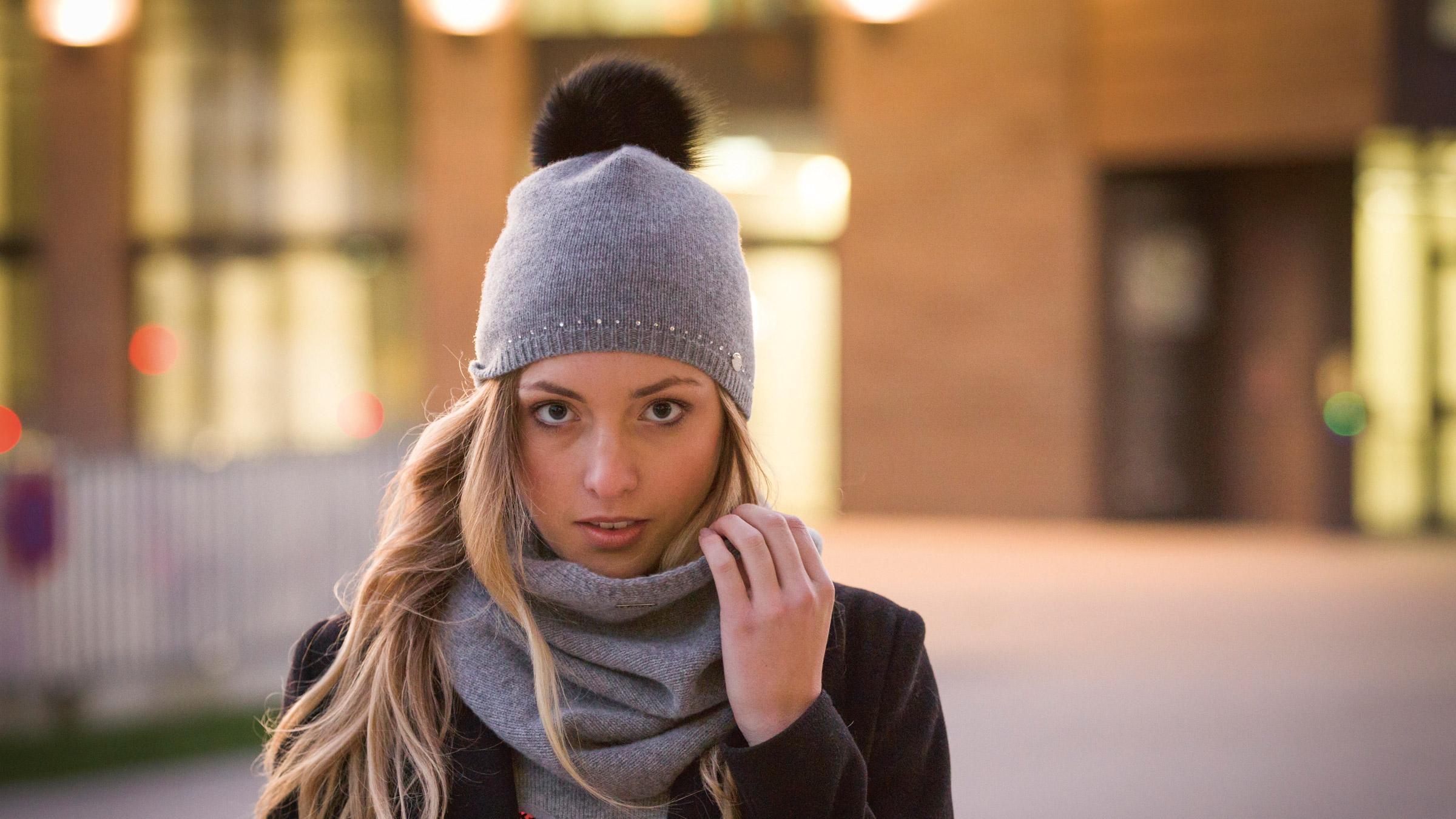 Зимняя шапка с помпоном 2018
