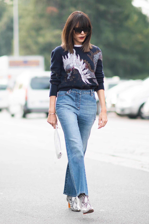 Прямые джинсы с декором на поясе