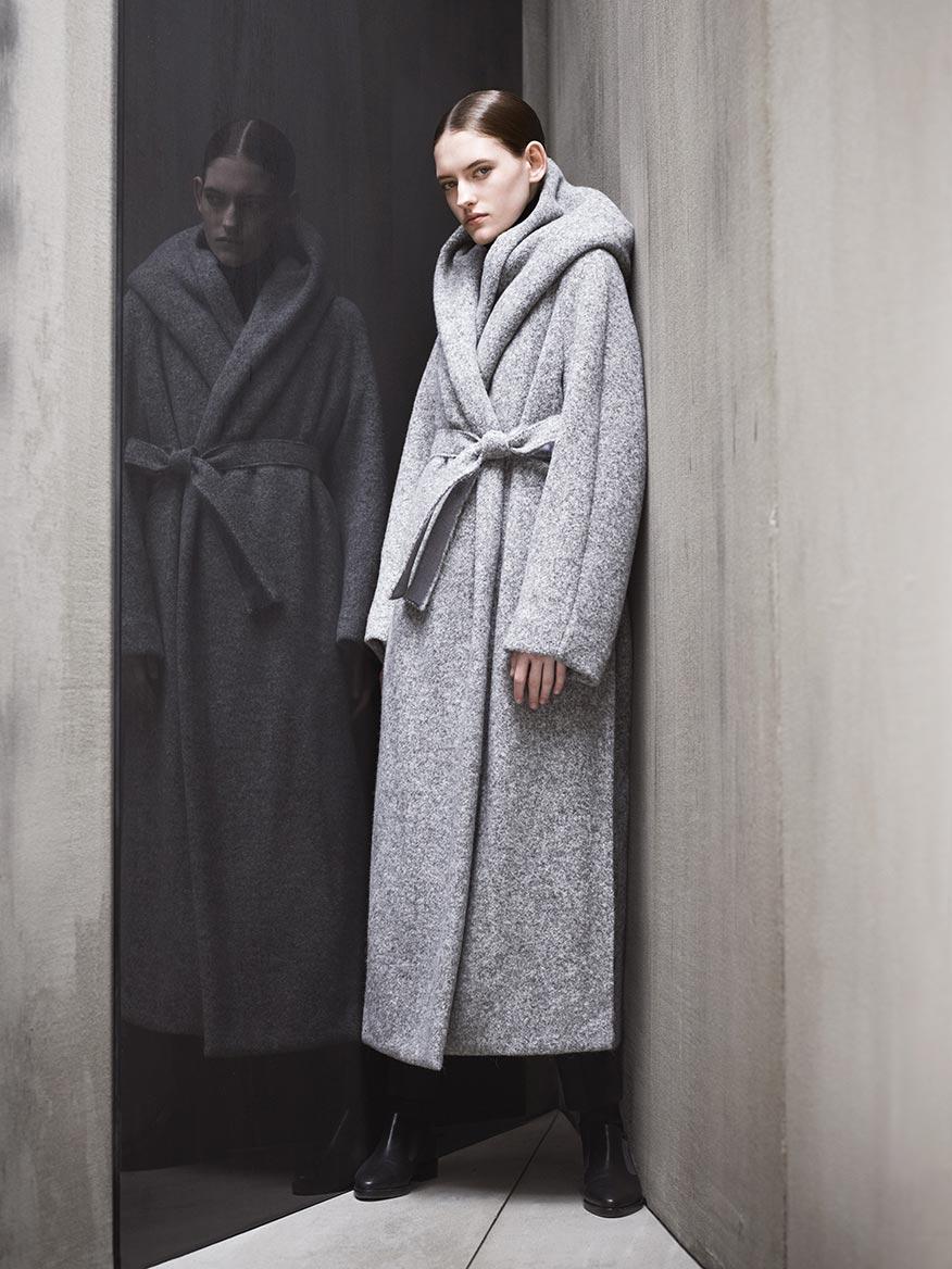 Пальто из альпаки на поясе