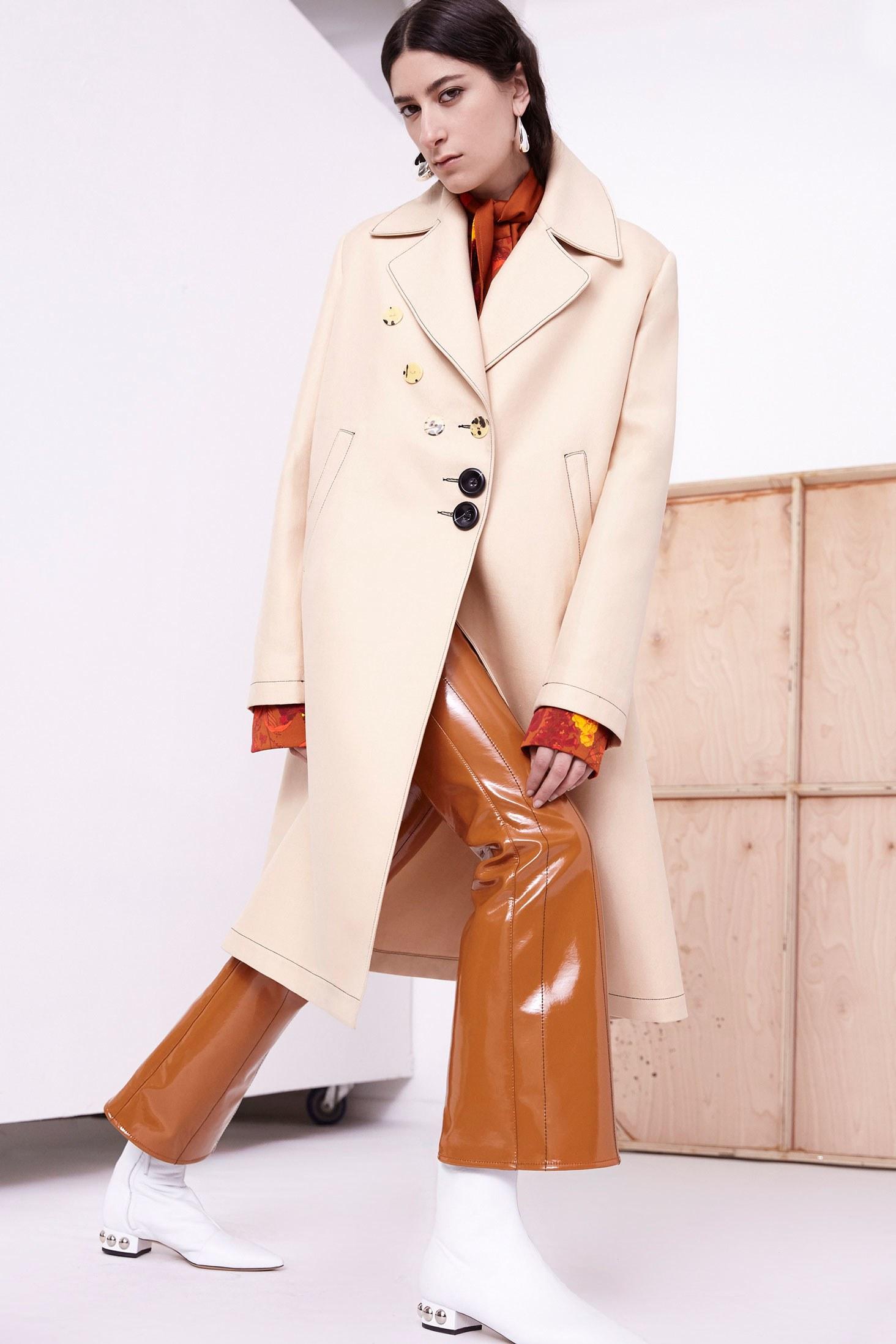 Пальто прямое с воротником