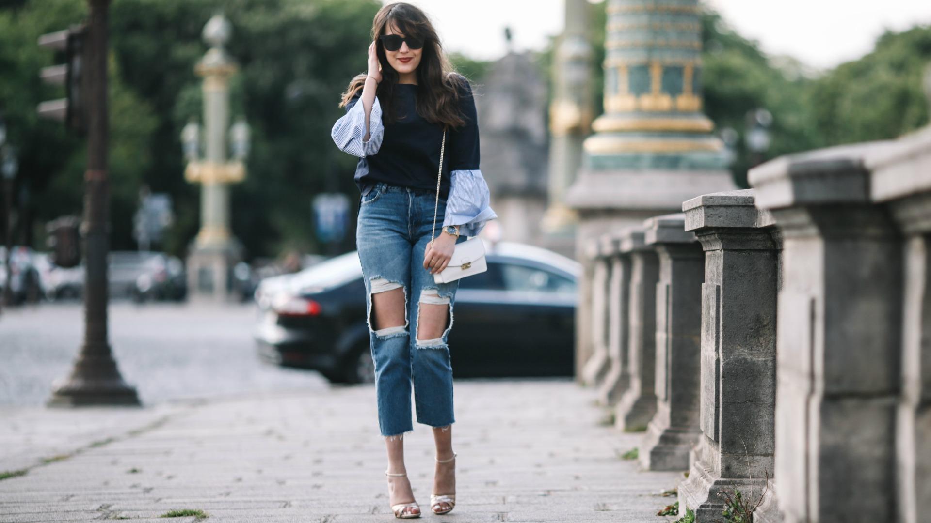 Прямые джинсы с дырками