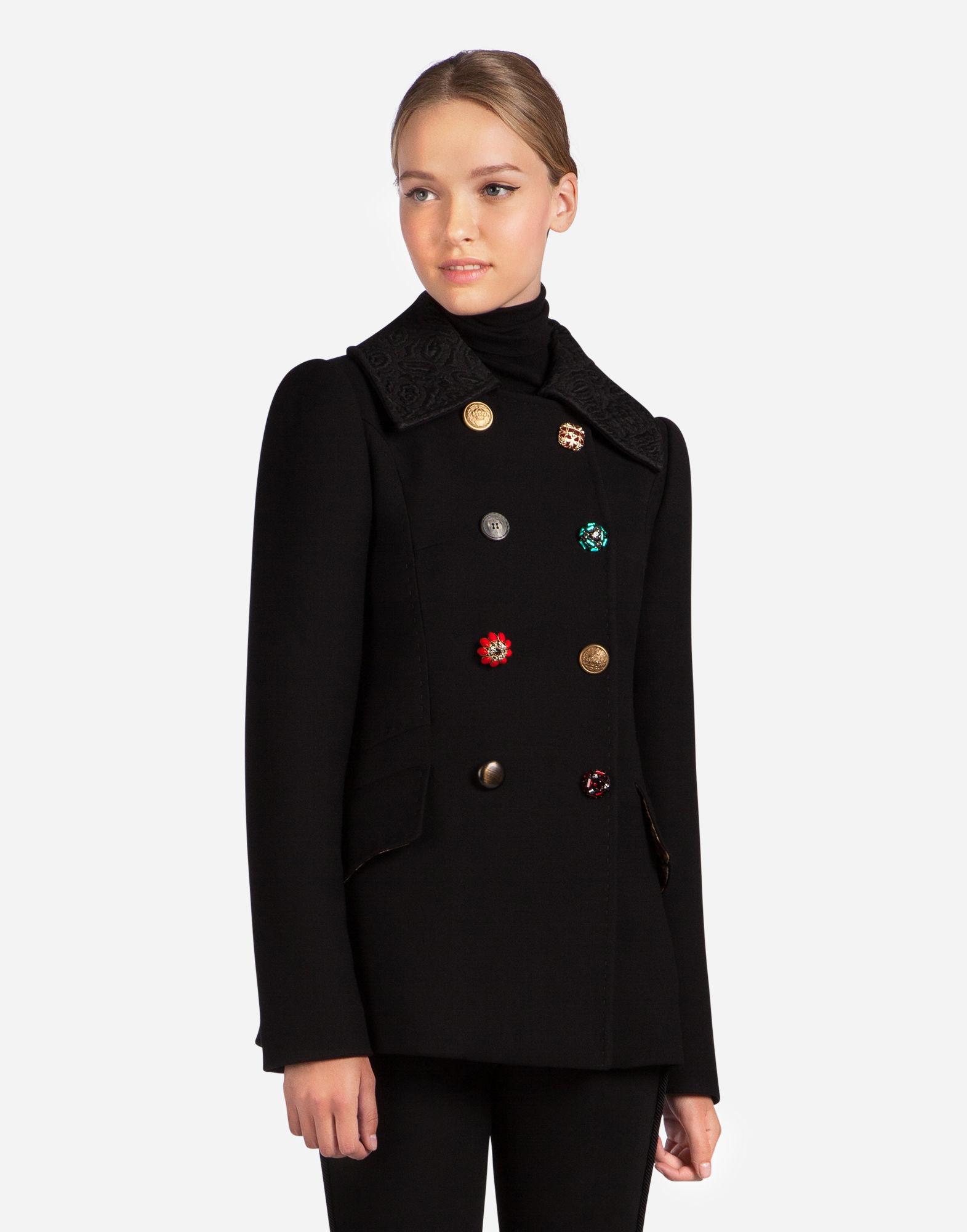 Двубортное пальто на пуговицах
