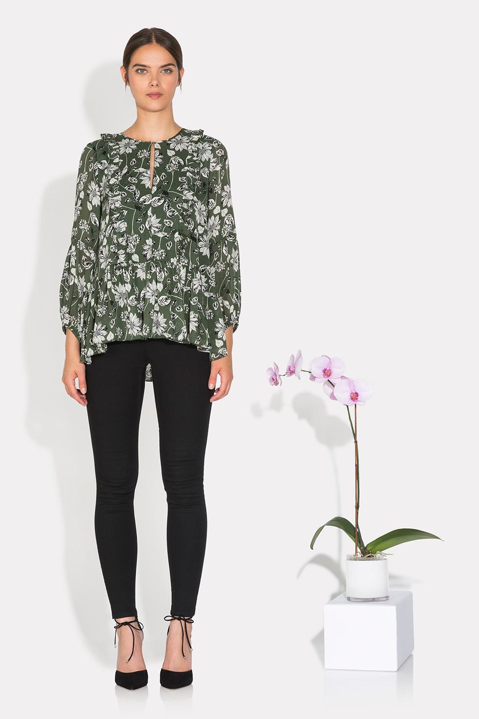 Зеленая блузка с рисунком
