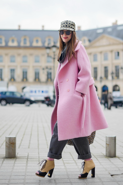 Розовое кашемировое пальто