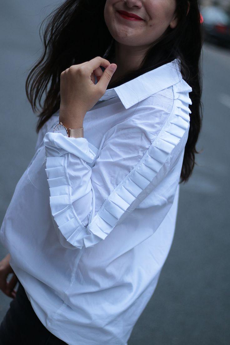 Блузка с воланами по рукавам