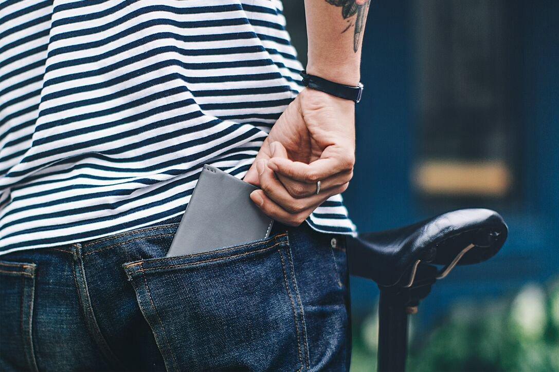 Мужской серый кошелек