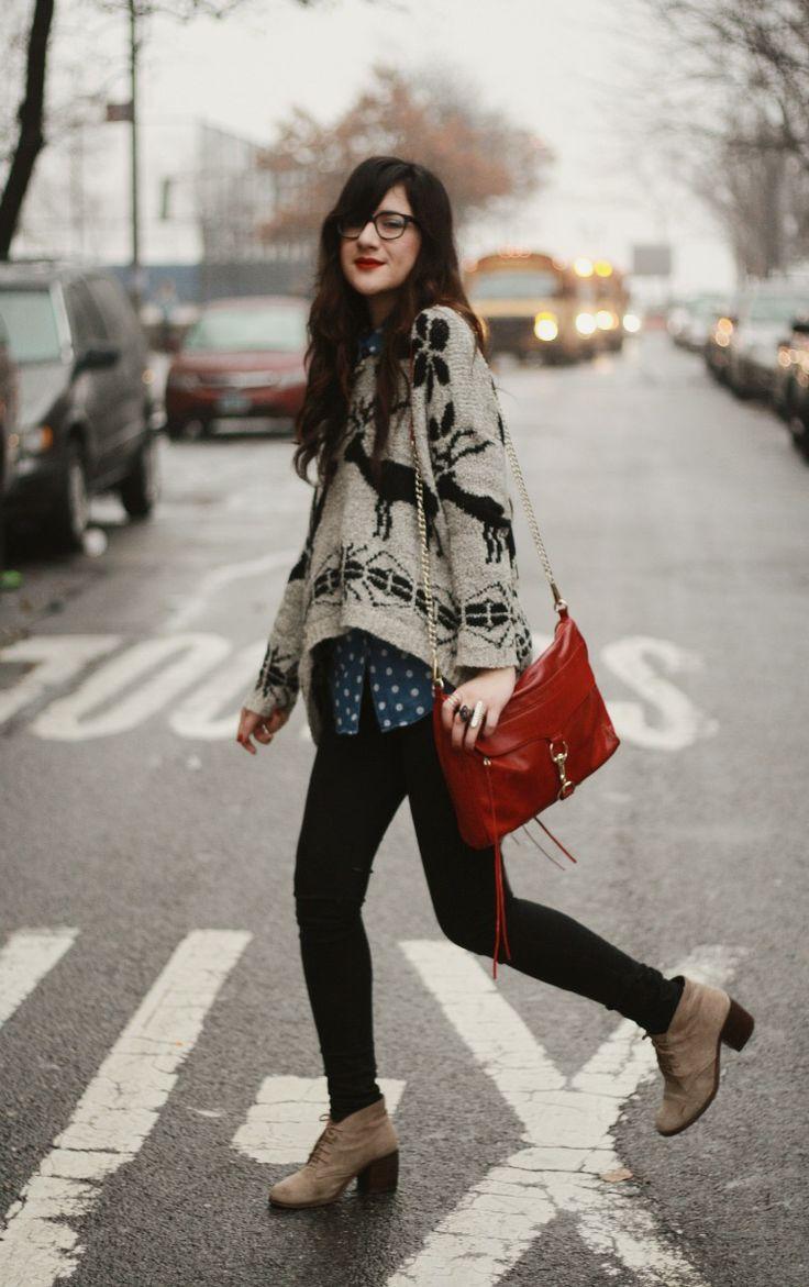 Серый свитер с оленями