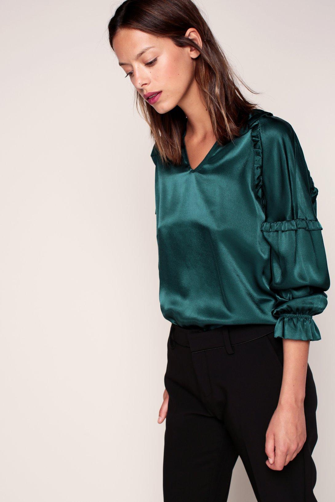 Шелковая зеленая блузка
