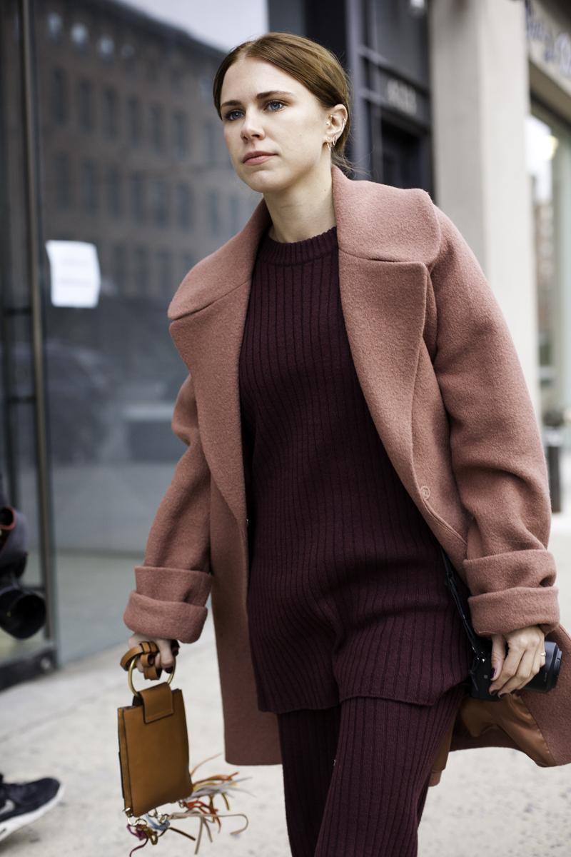Шерстяное розовое пальто