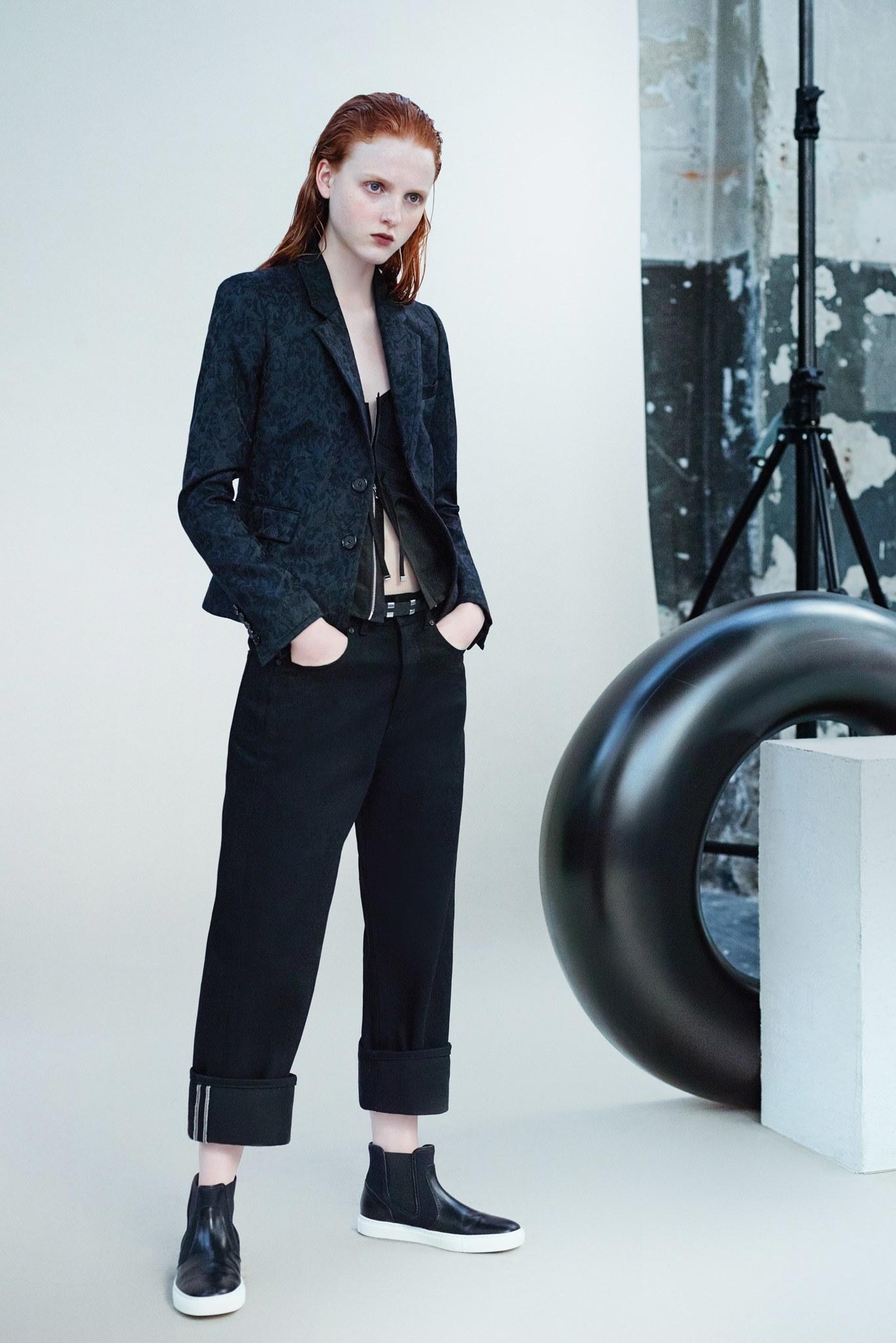 Черные джинсы широкие
