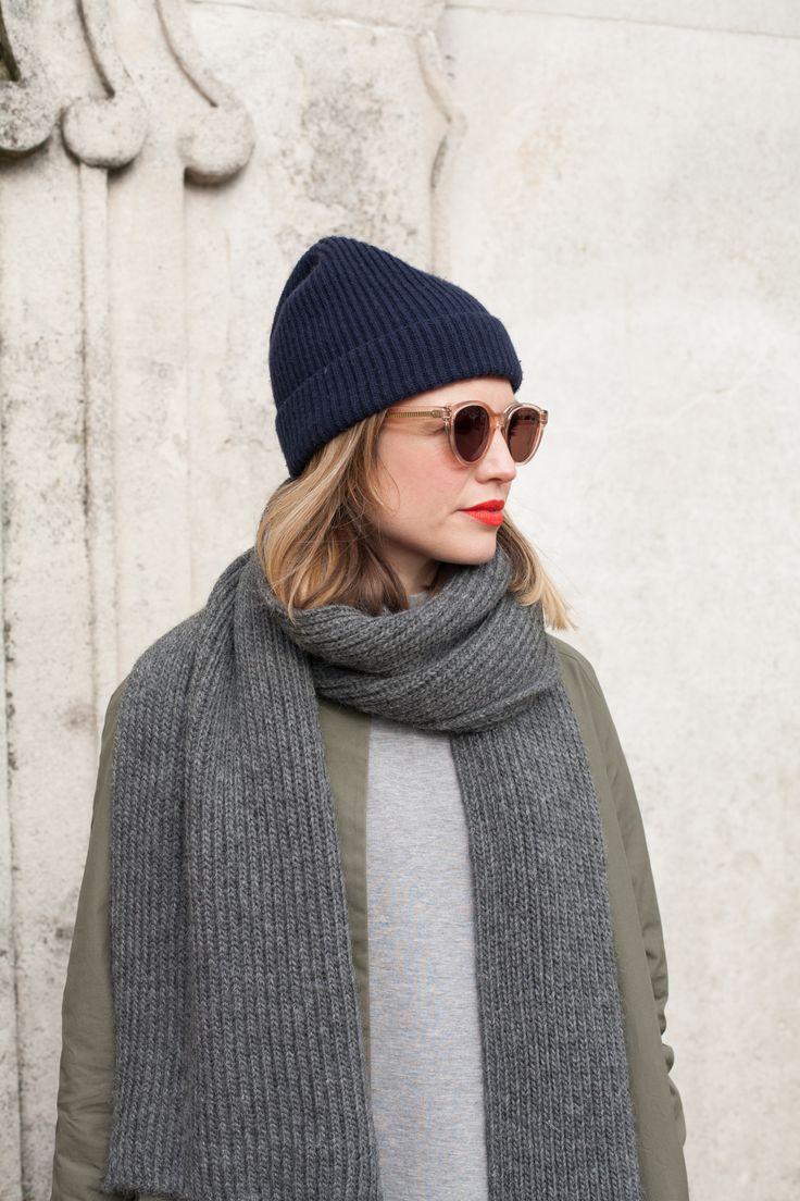 Синяя шапка с отворотом