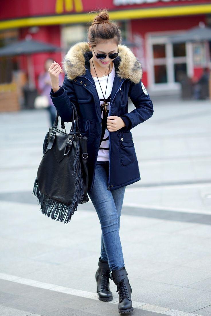 Синяя куртка с мехом