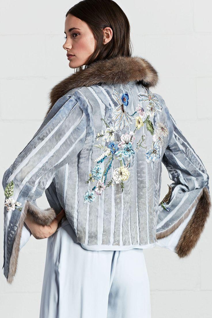Куртка с мехом соболя