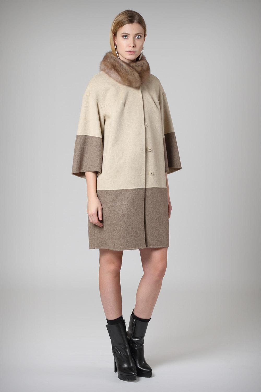 Пальто с воротником из соболя