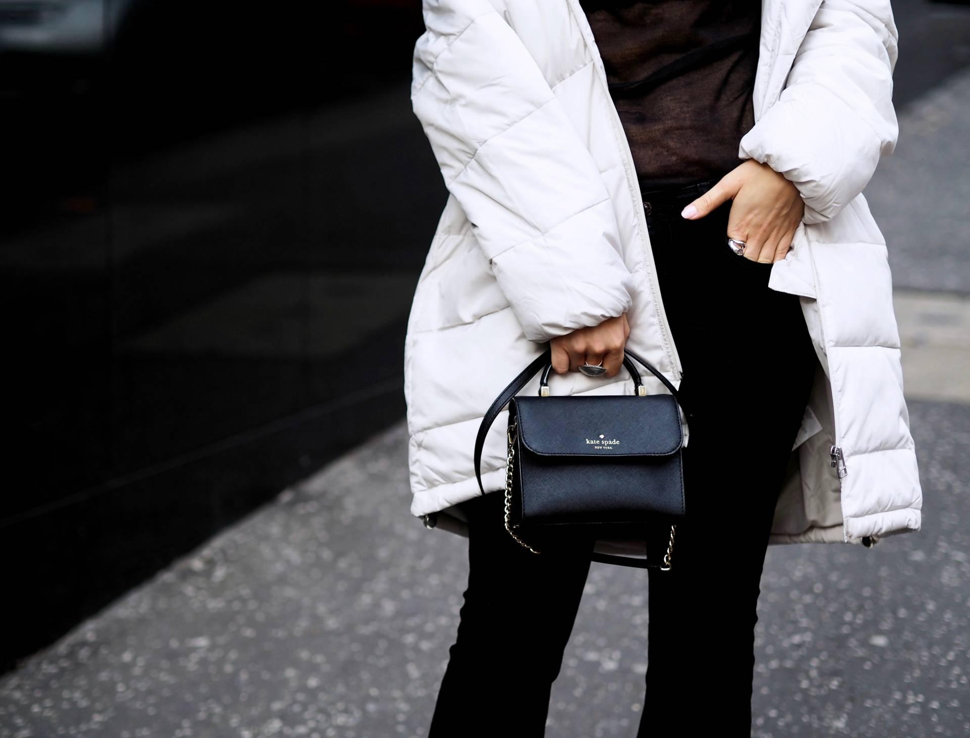 Белая стеганая куртка